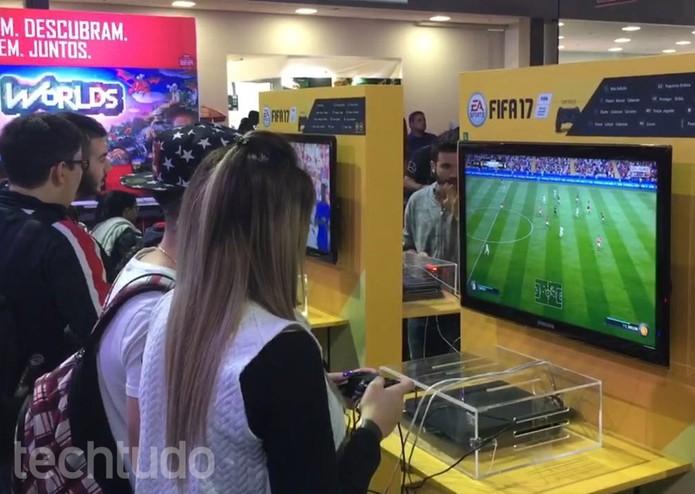 Demo de Fifa 17 disponível na BGS 2016 (Foto: Diego Borges/TechTudo)