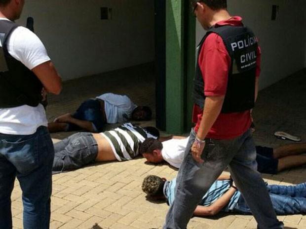 Homens e mulheres são presos em motel de Mossoró suspeitos de assaltos no RN (Foto: Carlos Adams/Inter TV Cabugi)