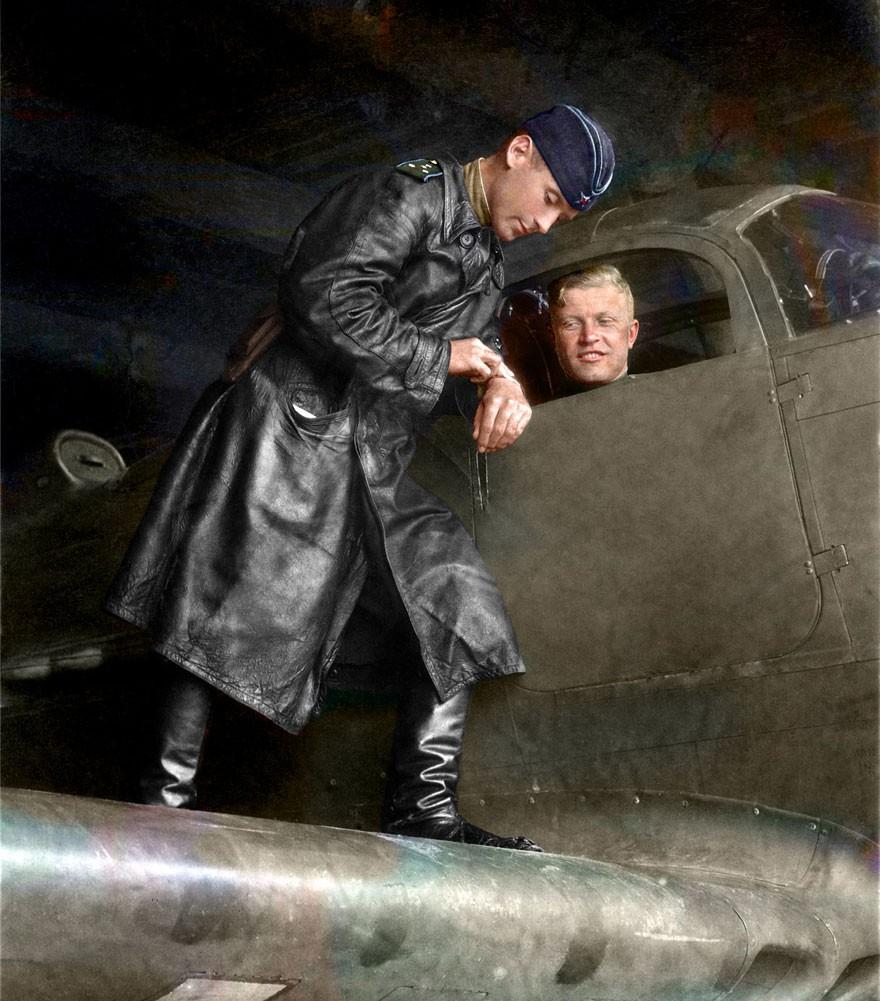 Capitão Alexander G. Pronin e Major Sergei Stepanovich Bukteyev, em 1943 (Foto: Reprodução)