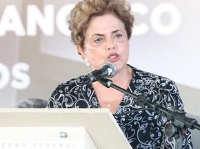 Dilma diz que não vai para 'debaixo do tapete' (Foto: Taisa Alencar / G1)
