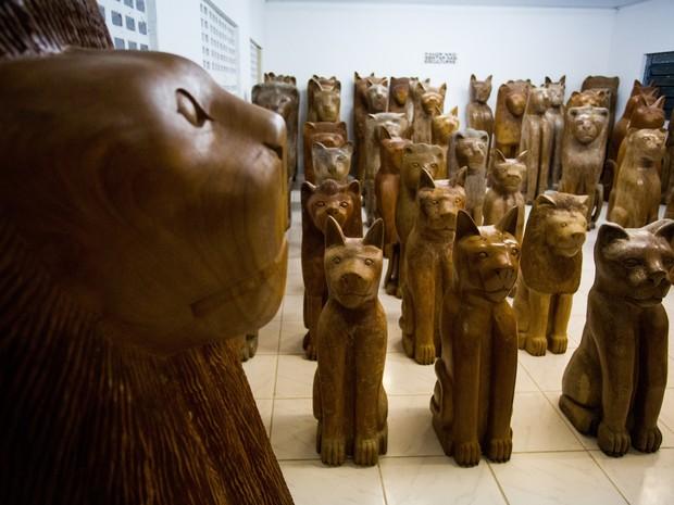 Esculturas de diversos tamanhos tomam conta das salas do Museu Manoel da Marinheira (Foto: Jonathan Lins/G1)