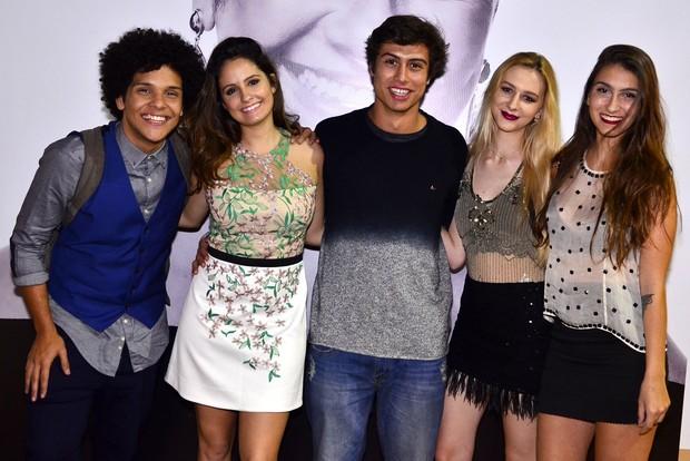 Francisco Vitti com colegas de 'Malhação' (Foto: Roberto Teixeira/EGO)