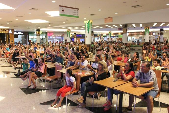 Público interagiu com o humorista Márcio Braga (Foto: Katiúscia Monteiro/ Rede Amazônica)