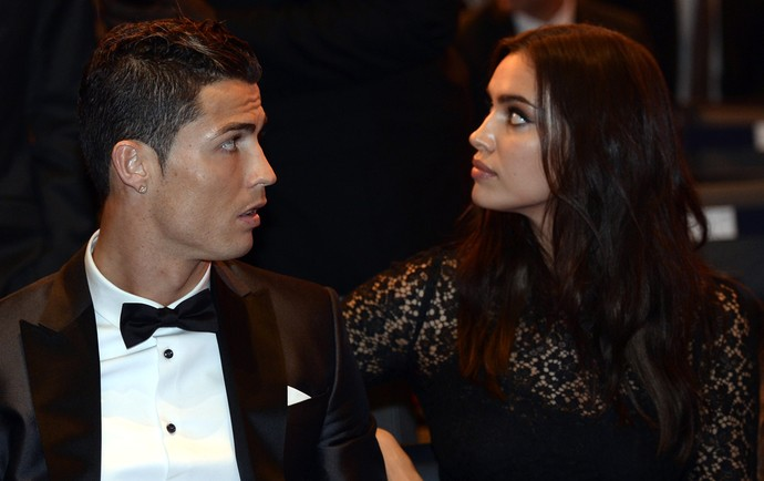 Cristiano Ronaldo Irina Shayk, bola de ouro da FIFA (Foto: AFP)