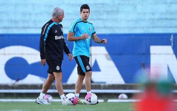Miralles no treino do Grêmio (Foto: Lucas Uebel/Divulgação/Grêmio)