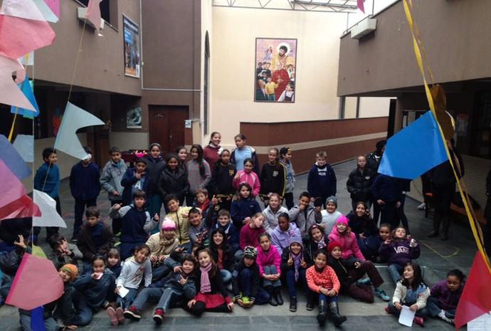 A gatinha Rafa Gomes do The Voice Kids foi ver como o Criança Esperança ajuda crianças paranaenses (Foto: Arquivo pessoal )