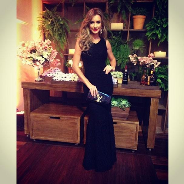 Ana Paula em mais um clique da noite compartilhado em sua conta na rede social (Foto: Reprodução/Instagram)
