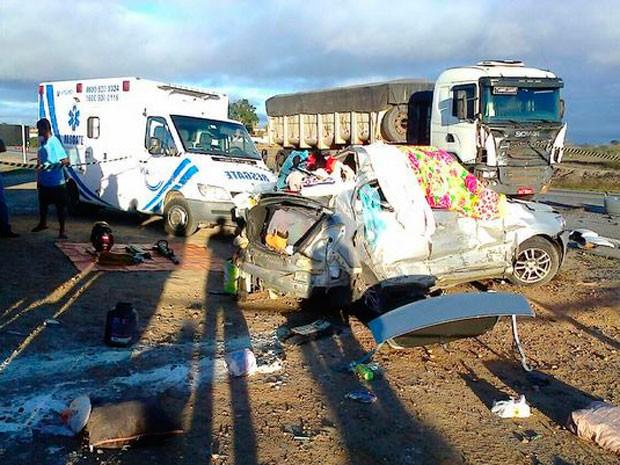 Acidente mata mãe e filho na cidade de Poções, na Bahia (Foto: Anderson Oliveira/Blog do Anderson)