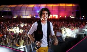 Sam Alves, vencedor do The Voice, faz show em shopping de Fortaleza