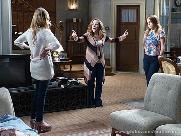 Vera fica irada ao descobrir que qualquer uma das duas poderia namorar Ben (Foto: Malhação / TV Globo)