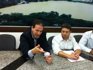 Prefeito reuniu com vereadores nesta quarta-feira (11). (Foto: Valdivan Veloso/G1)