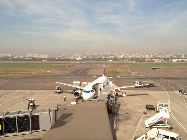Aeroporto reabriu após fechar por mais de seis horas em Porto Alegre (Foto: Caetanno Freitas/G1)