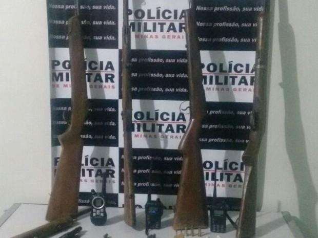 PM apreendeu armas após denúncias (Foto: Polícia Militar/ Divulgação)