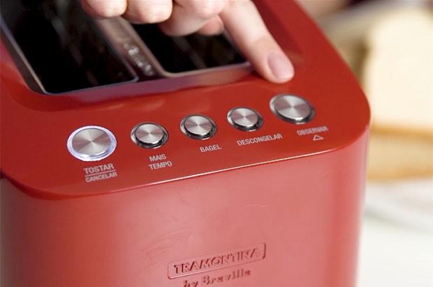 Testamos: uma torradeira que permite observar o pão sendo torrado (Foto: Reprodução)