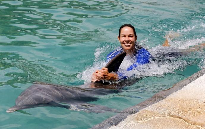 Ana Ivanovic com golfinhos tênis (Foto: EFE)