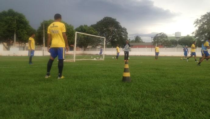 Palmas treina com pensamento no Paraíso, próximo adversário no estadual  (Foto: Edson Reis/GloboEsporte.com)