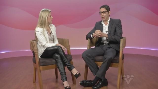 Claudia Duarte conversa com o doutor Joaquim Guimarães (Foto: Reprodução/TV Tribuna)