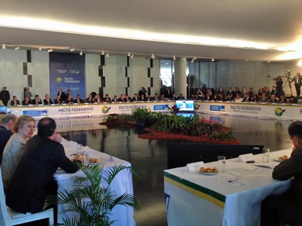 Os presidente do Senado, Renan Calheiros (PMDB-AL), e da Câmara, Eduardo Cunha (PMDB-RJ), participam de encontro com 45 prefeitos no Congresso Nacional (Foto: Fernanda Calgaro/G1)