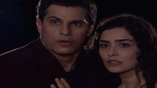 Celeste e Henrique seguem Odete e vem quando ela se encontra com ngela (Foto: Reproduo/viva)