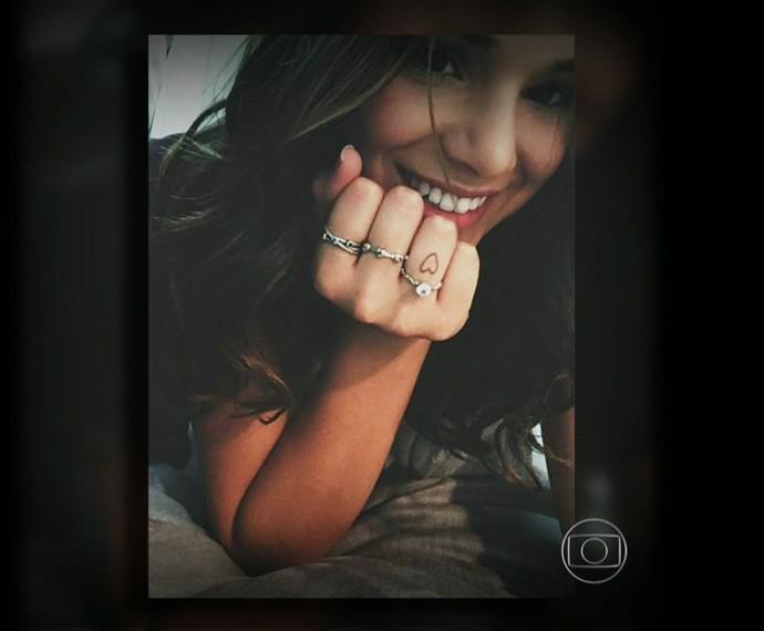 Bruna Marquezine também tem tattoo em forma de coração no dedo (Foto: Arquivo pessoal)