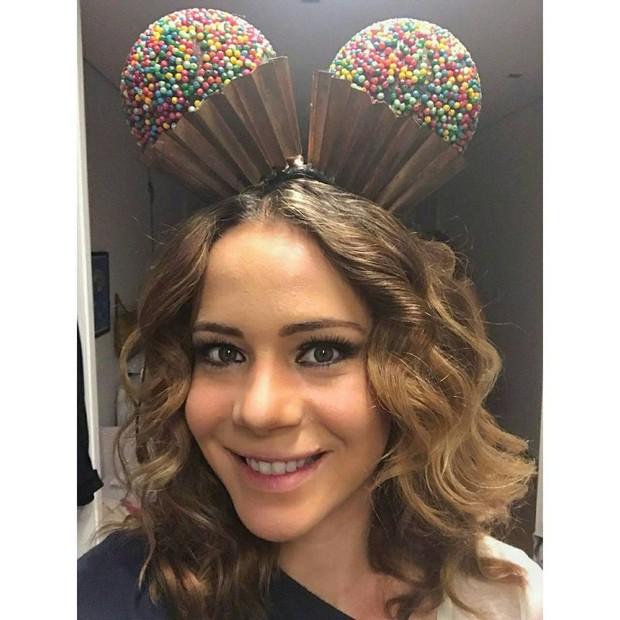 Leandra Leal nos preparativos para a Parada Gay (Foto: Reprodução/Instagram)