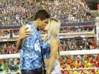 Daniele Hypolito troca beijos com o namorado na Sapucaí