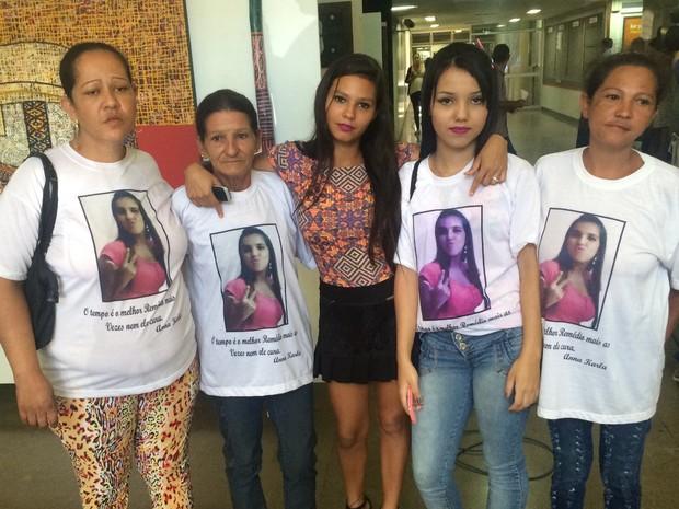 Família de Ana Karla Lemes, vítima de suposto serial killer, esteve presente no 1º júri popular de Tiago Henrique Gomes, em Goiás (Foto: Paula Resende/G1)