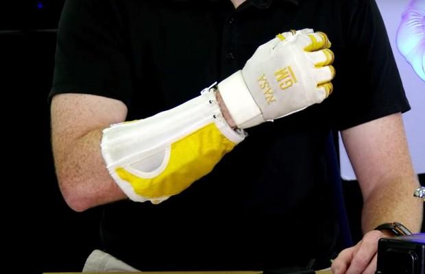 Robo Glove da NASA (Foto: Reprodução/Youtube)