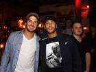 Neymar e Alexandre Pato vão a restaurante paulista
