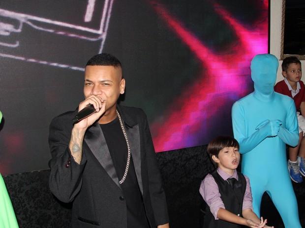 MC Duduzinho com Gabriel Palhares em festa no Rio (Foto: Rogerio Fidalgo/ Ag. News)