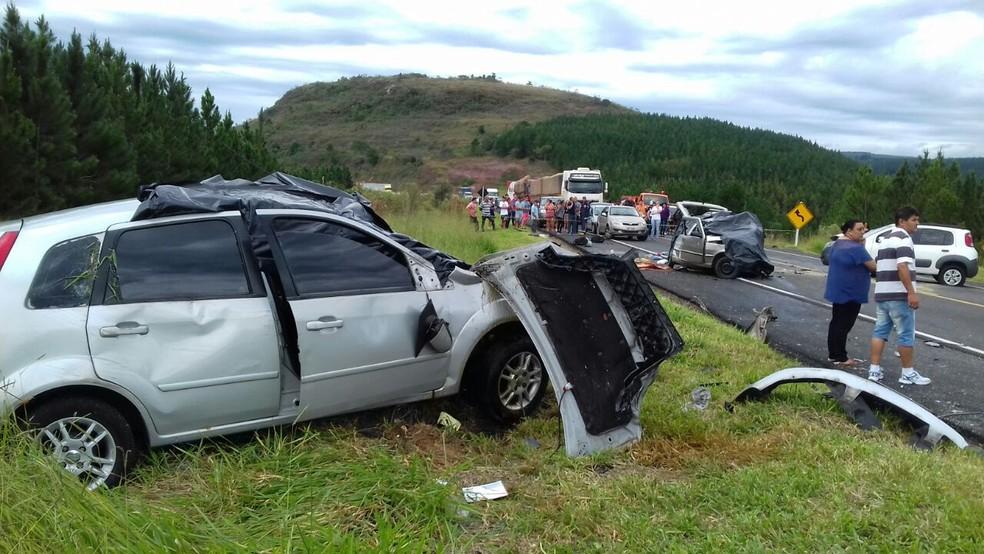 Acidente aconteceu na BR-153, na tarde de domingo (16), entre Ventania e Ibaiti (Foto: Divulgação/PRF)