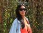 Kim Kardashian usa vestido curto e decotado ao lado de Kanye West