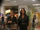 Luiza Brunet vai ao cinema com a irmã