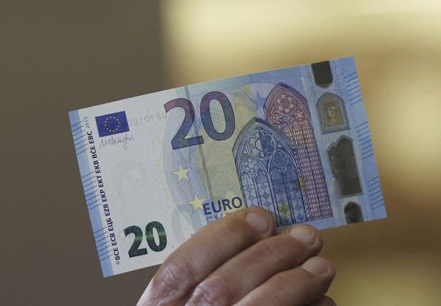 Nota de 20 euros que começa a circular na União Europeia (Foto: Daniel Roland/Getty Images)