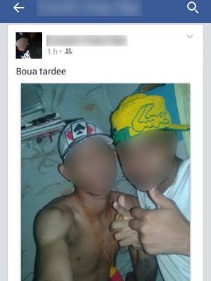 Detento posta fotos com suposto integrante do mesmo grupo preso por assaltos (Foto: Reprodução/Facebook)
