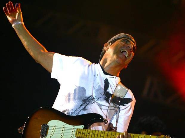 Durval Lelys, do Asa de Águia, durante apresentação no Axé Brasil 2012 (Foto: Maurício Vieira/G1)