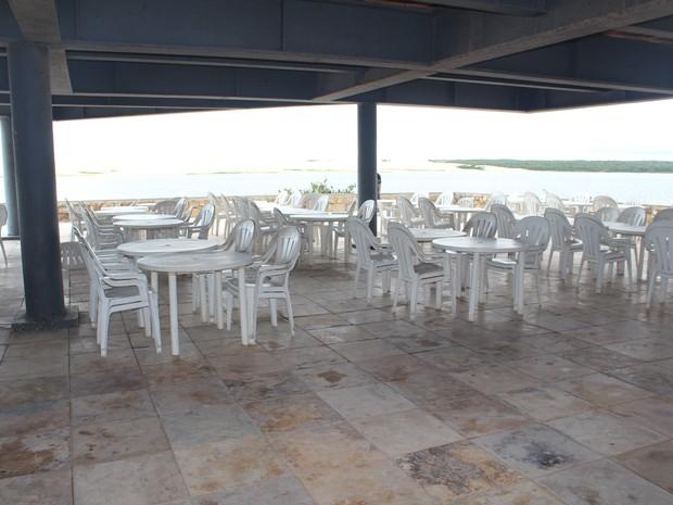 Por conta das dunas turistas deixam de frequentar bares (Foto: Ellyo Teixeira/G1)