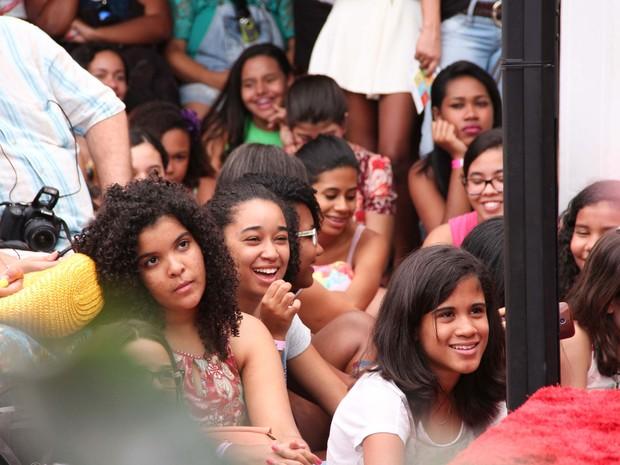 Crianças e adolescentes acompanharam a mesa sobre literatura juvenil (Foto: Egi Santana/Flica)