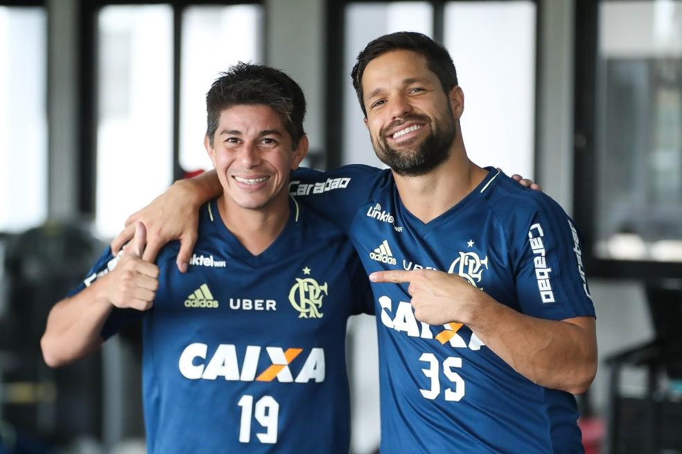 Conca e Diego durante treino do Flamengo (Foto: Gilvan de Souza)