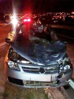 Impacto destruiu frente do veículo em Salto de Pirapora (Foto: Arquivo pessoal/Adriano Vincler)