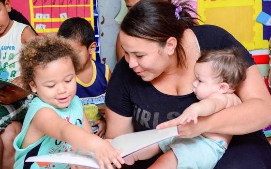 Segundo estudo, a participação dos pais estimula o processo de aprendizagem (Foto: Divulgação)