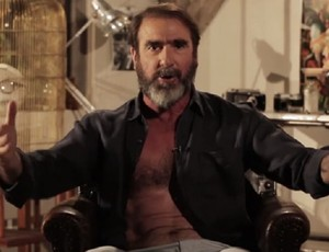 "BLOG: Cantona detona qualidade dos gramados da Euro e canta ""Will Grigg's on fire"""