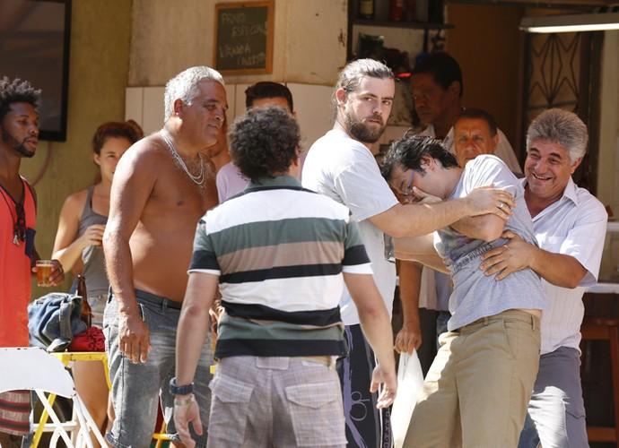 Oziel dá golpe certeiro em Rui (Foto: Ellen Soares/ Gshow)