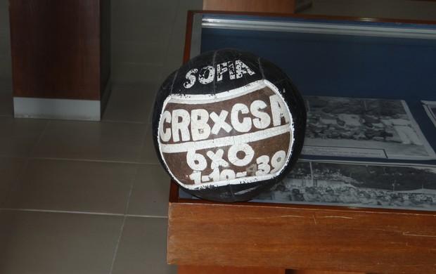 Bola de jogo entre CSA X CRB, em 1939 (Foto: Denison Roma)