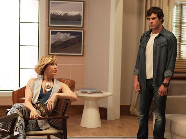 Caíque chega no seu consultório e encontra Samantha (Foto: Pedro Curi/Gshow)