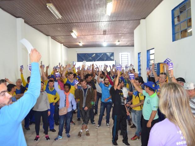 Funcionários dos Correios realizam assembleia geral em Porto Alegre (Foto: SintectRS/divulgação)