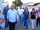 Márcia Maia caminha pelas ruas de Natal e conversa com eleitores