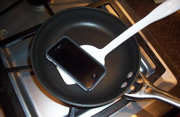 21% dos acidentes com iPhone acontecem na cozinha, diz pesquisa (Foto: Reprodução/Squaretrade)