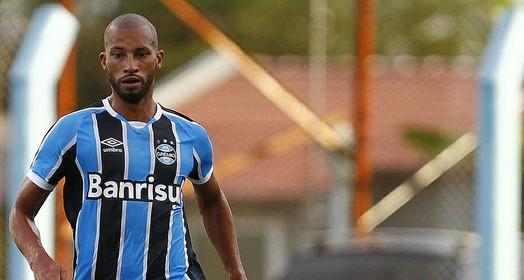 de pé (Lucas Uebel/Divulgação Grêmio)