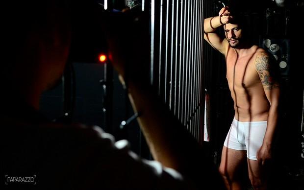 Making of Daniel Fontes posando para o Paparazzo (Foto: Roberto Teixeira / Paparazzo)